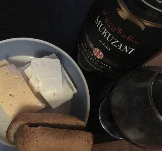 Хлеб, сыр, вино