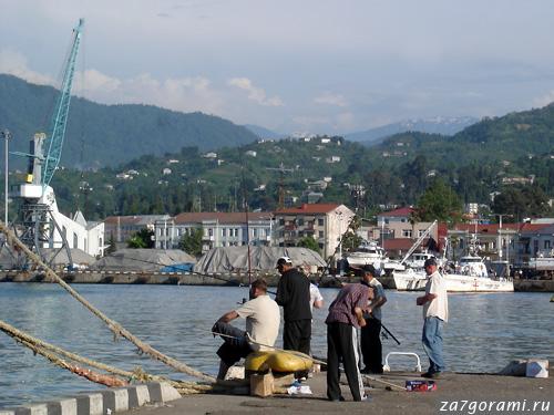 Порт Батуми и рыбаки