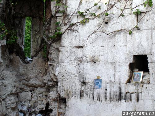 Развалины храма неподалёку от села Хета