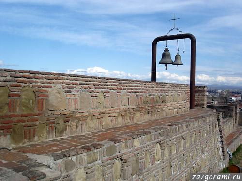 Стены Нарикалы