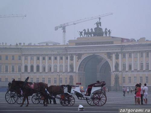 Смог в Петербурге. Дворцовая площадь