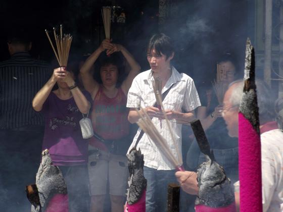 как молятся китайцы