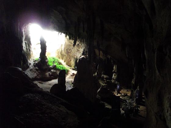 Пещера в скалах