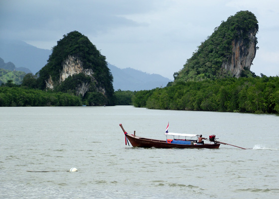 Краби, вид на реку и скалы
