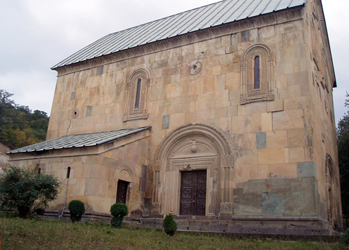 Храм в Казрети