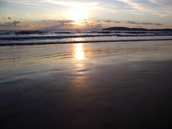 Закат на пляже Ао Нанга