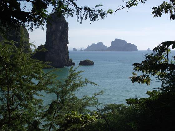 Вид со скалы на пляж Ао Пай Плонг