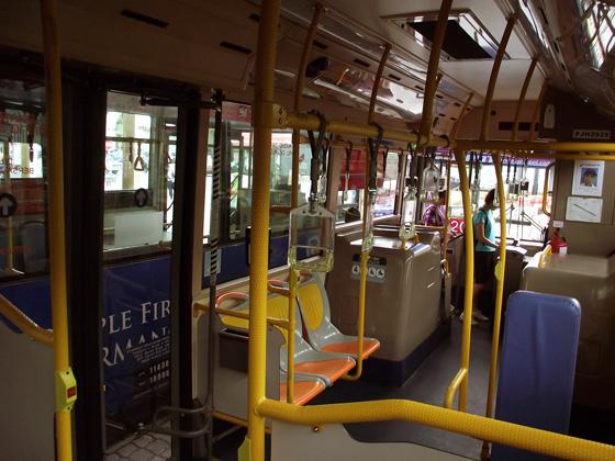 общественный транспорт на пенанге. местный автобус