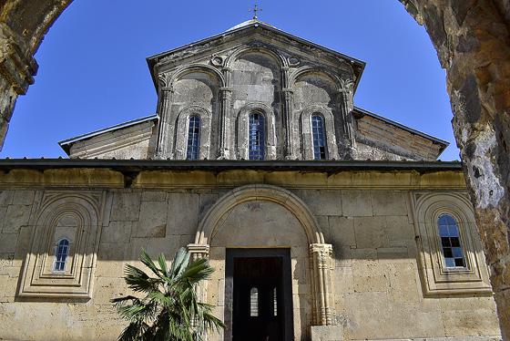 монастырь в гелати