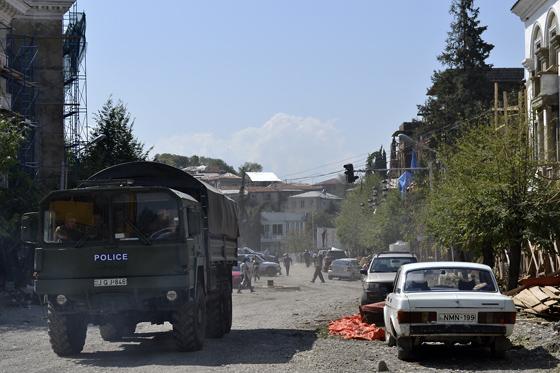 грузинская полиция в качестве спасателей