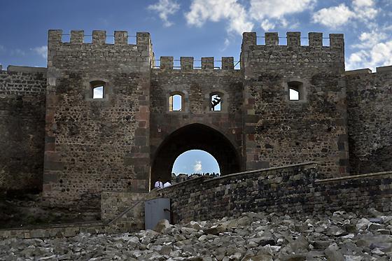 главные ворота крепости рабат в ахалцихе