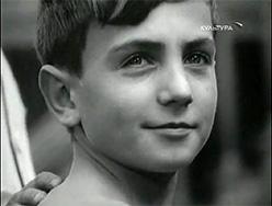 мальчик с двумя шляпами