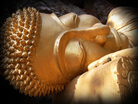 спящий будда в лаосе
