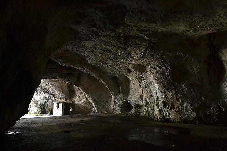 пещера в каньоне емен