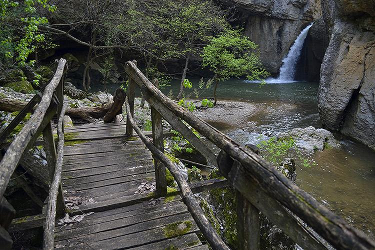 еменский водопад