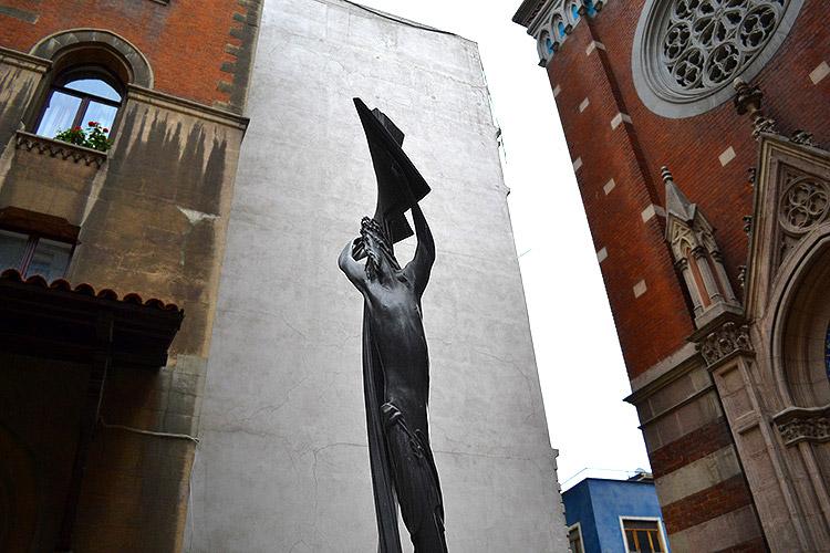 статуя иисуса в стамбуле