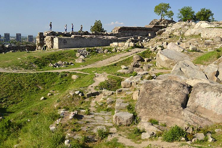 Остатки крепости на холме Небет
