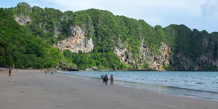Пляж Ао-нанга в мае