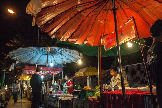 Макашницы вдоль Suthep Road