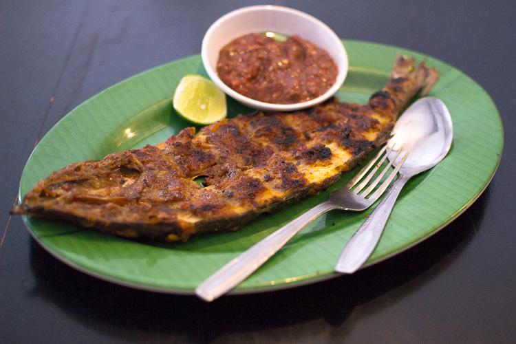 Рыба на гриле. Питание в Джокьякарте