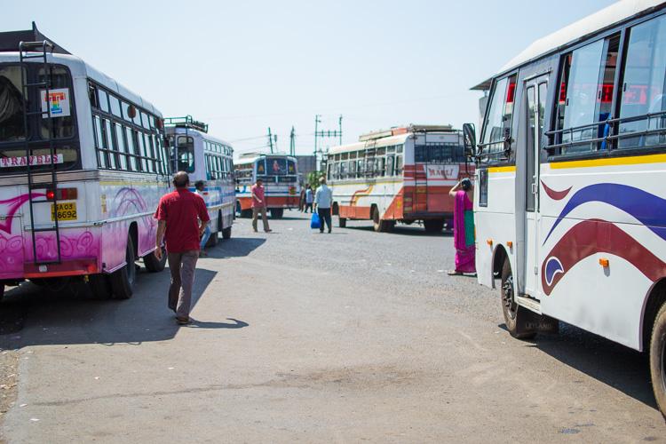 На автовокзале Мапусы (Гоа)