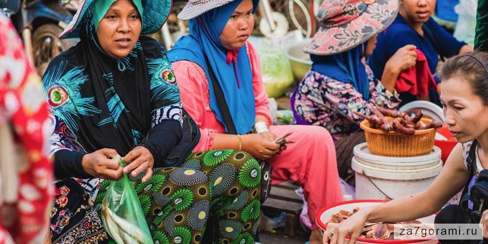 Торговки на рынке Кох-Конга