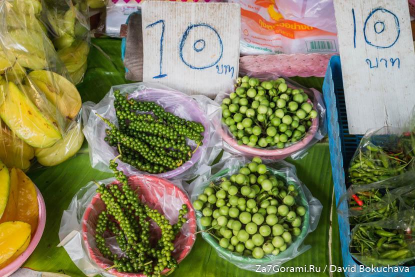 На рынке в Банг Крачао