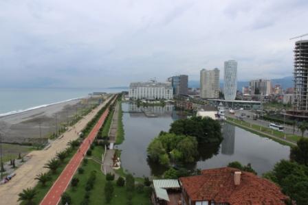 И сразу небольшая панорама набережной